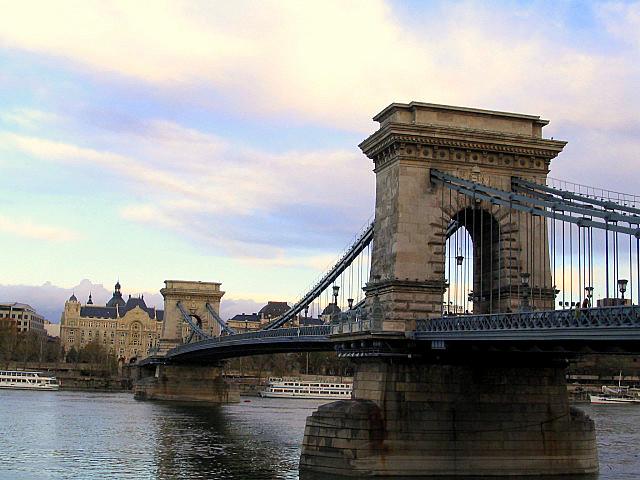 Boedapest Hongarije - De bruggen van Boedapest: www.boedapest-hongarije.nl/hongarije/bruggen-van-boedapest